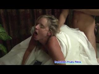 yatagın altında sex yapıyor