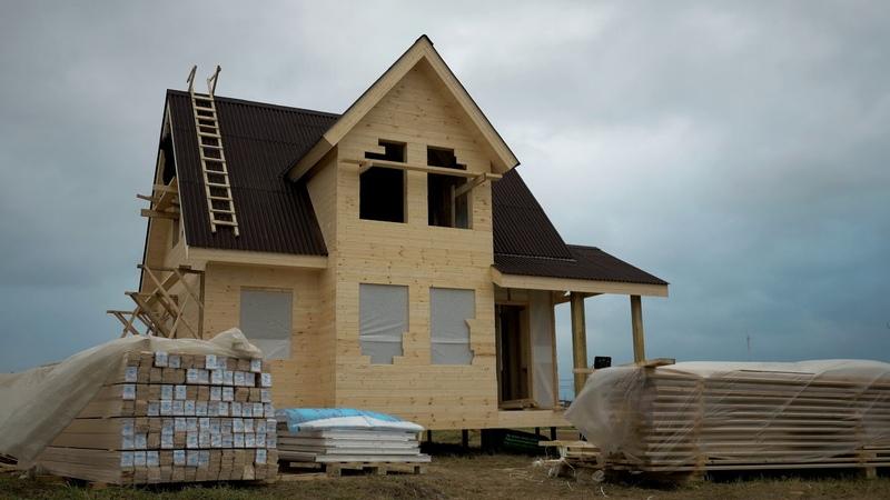 Каркасный дом 7х7м с мансардой эркером и террасой Фундамент винтовые сваи
