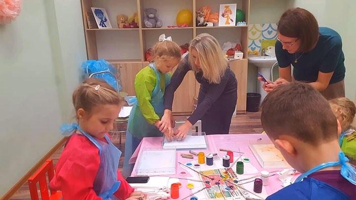 ⠀ Техника ЭБРУ ВОЛШЕБНОЕ РИСОВАНИЕ НА ВОДЕ🌈 ⠀ Состоялся наш первый мастер класс по ЭБРУ детки остались в восторге🌟 ⠀ Рисунки в