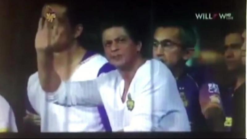 SRK with AbRam at Eden Gardens, Kolkata KKRvMI match