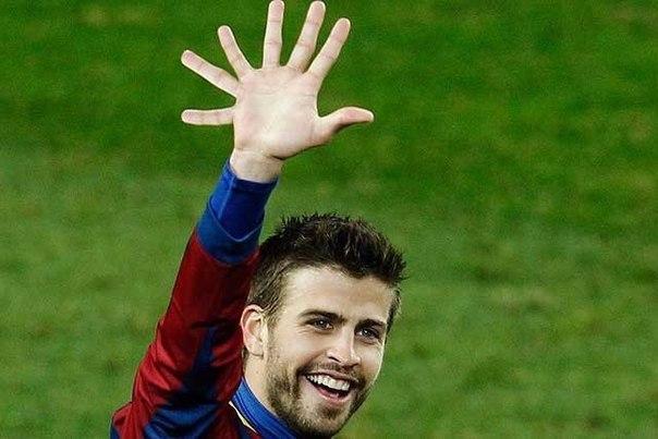 — Эй Пике, на сколько очков «Реал» отстает от «Барселоны»?