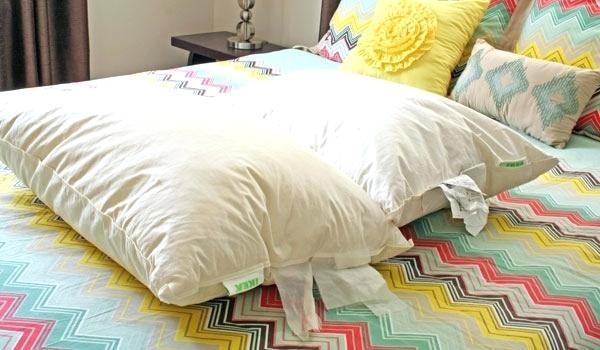 Как постирать подушку в домашних условиях в стиральной машине с отбеливателем