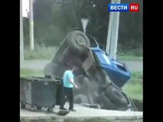 Ассенизаторская машина провалилась под землю в Татарстане