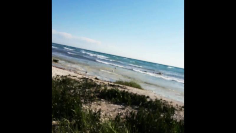 на море сильный ветер, ожидал большие волны