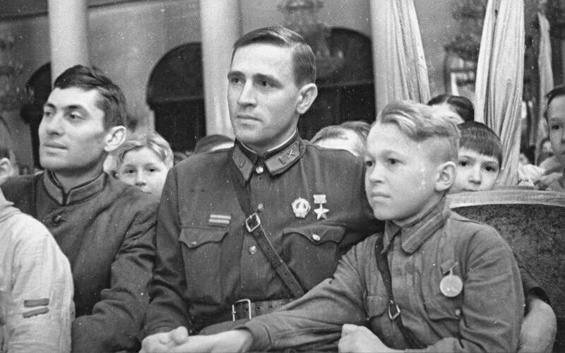 Слет пионеров в Колонном зале Дома Союзов,1942 год.