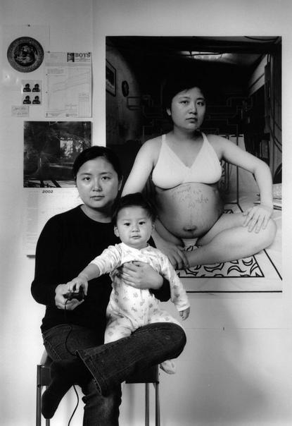 Мама 17 лет делает автопортреты с сыном и каждый последующий снимает на фоне предыдущего Результаты трудов тайваньского фотографа Анни Вонг тронули сердца многих зрителей. Её сын гордится тем,