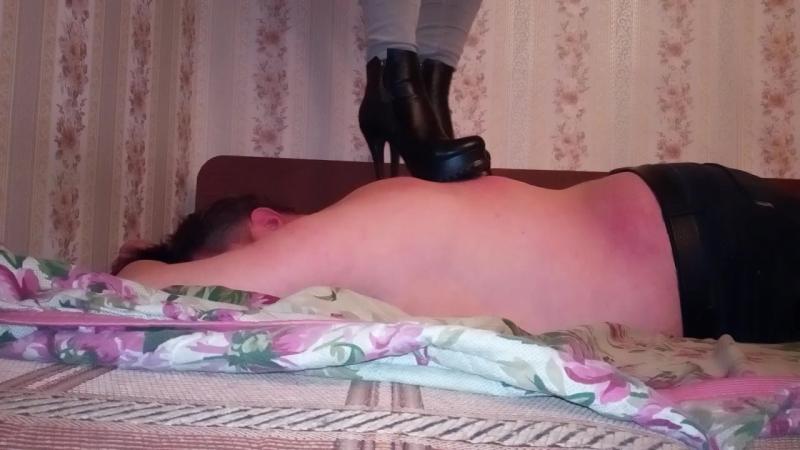 Девушка купила новые ботинки) Пробуем))