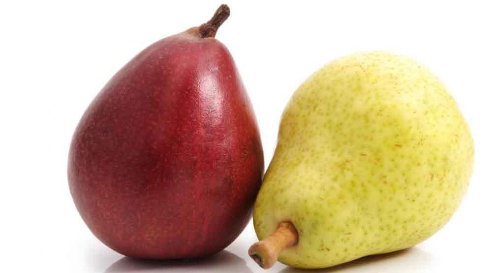 Некоторые фрукты, такие как груши, могут вызвать вздутие живота и метеоризм.