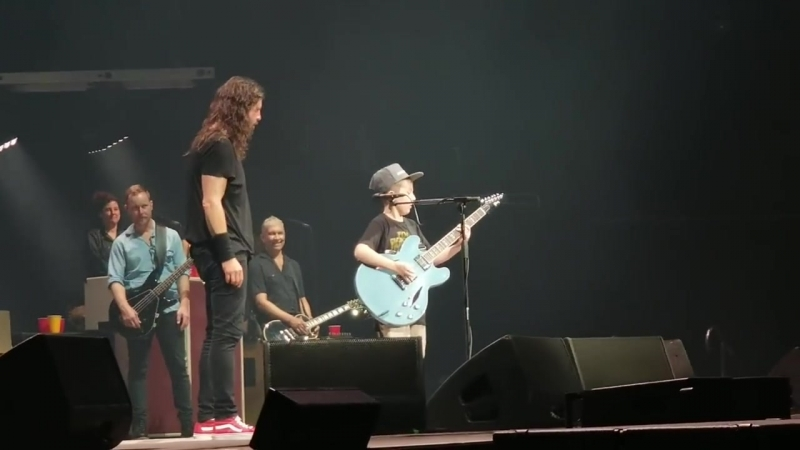 Foo Fighters cover Enter Sandman w- 10 year old LIVE KC