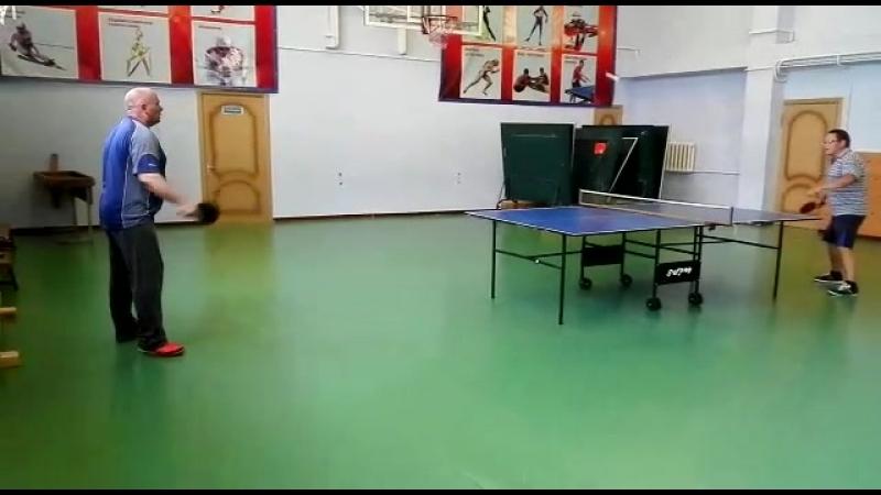 учимся играть в пинг понг
