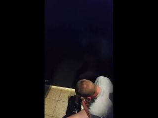 мужик дрочит в парке видео