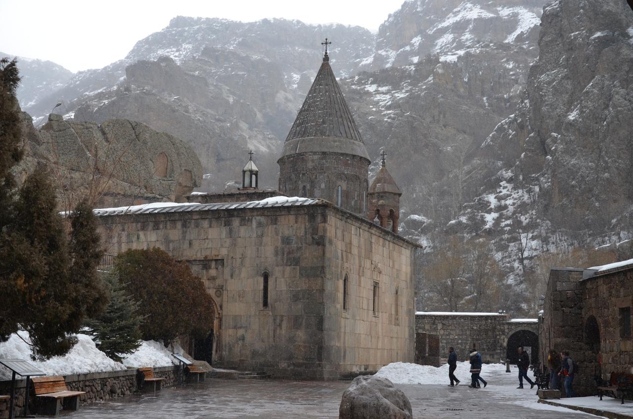 QW23aSJ_Ha8 Монастырь Гегард в Армении.