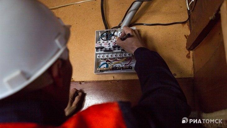 Энергетики отключили свет и ГВС в квартирах томичей-должников