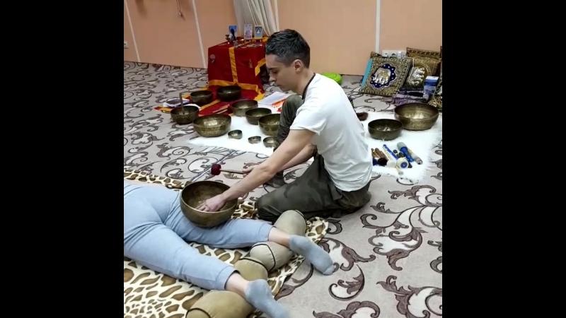 Второй день семинара Тибетский виброакустический массаж поющими чашами в Традиции Tsering Ngodrub Виктор Огуй