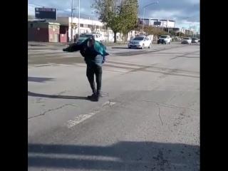 Уличные танцы бомжей ебать жесть пипец