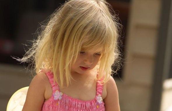 ребенок орет в саду: