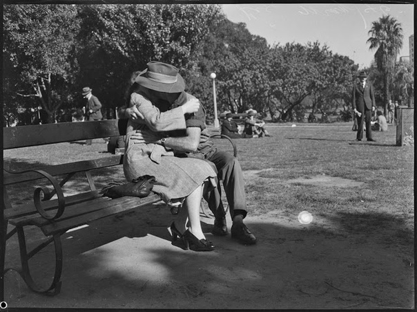 Серия фотографий из номера австралийского журнала PIX от 6 июля 1946 года. Сиднейские подростки. Автор: Ray Olson