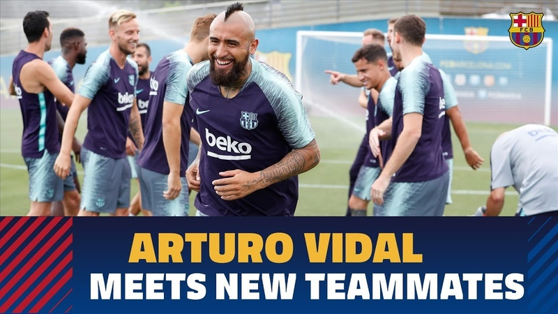 Arturo Vidal's first training session with FC Barcelona