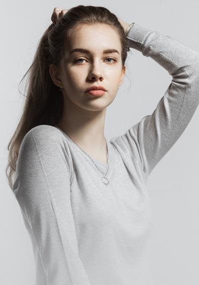 Милана Шуварина