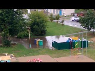 После дождя житель Барановичей плавал