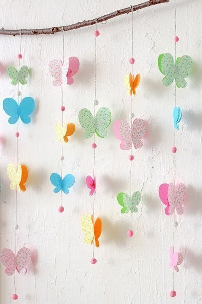 Декор стены бабочками