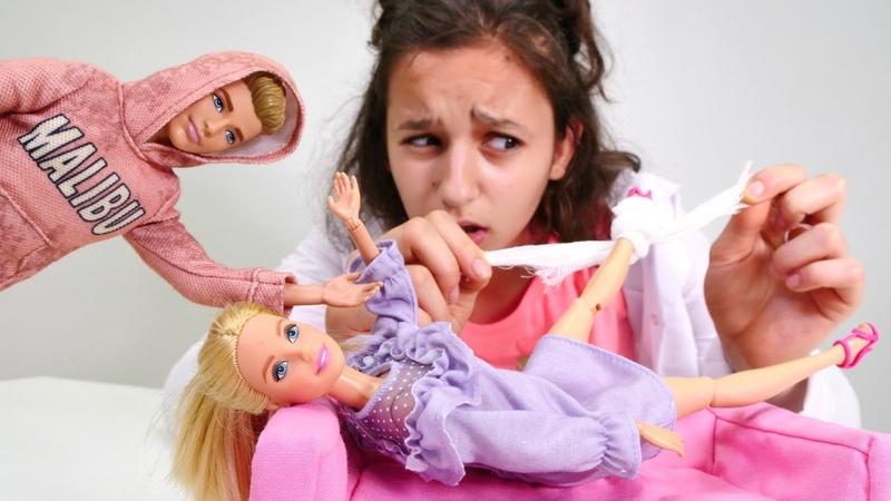 Barbie Ken in ilgisini çekmek için sakatlanma numarası yapıyor