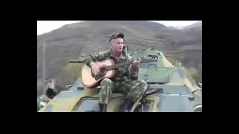 Soldat_v_chechne_poet_na_brone-spaces.ru