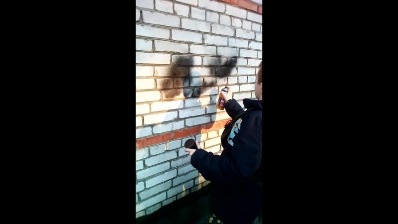 первый раз рисую граффити