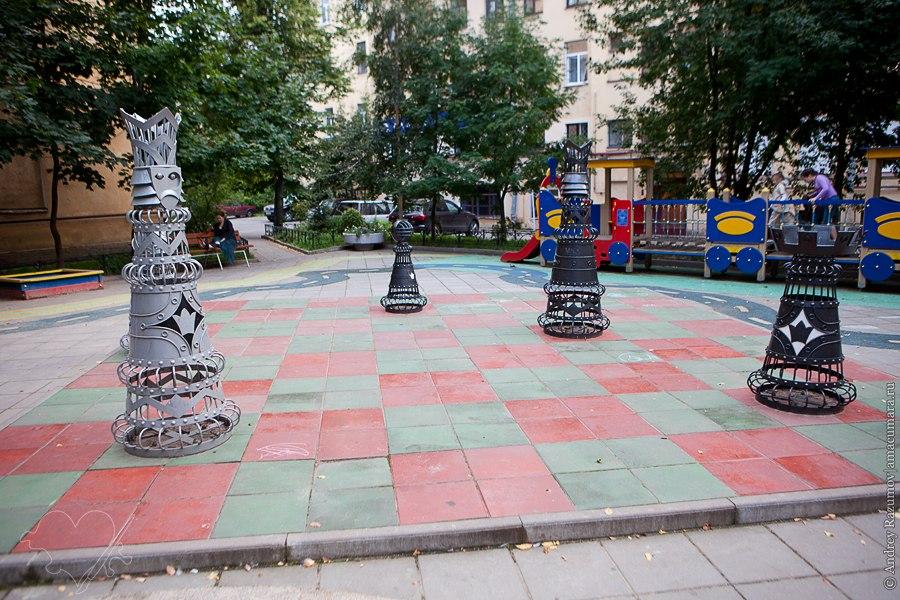Шахматный дворик в Санкт-Петербурге Загородный 28