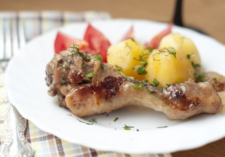 Куриные голени с картошкой в мультиварке
