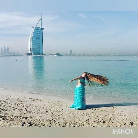 Nadin Mermaid Bellydancer on Instagram 🤔ЭМИРАТЫ или ИНДИЯ⁉Где я⁉ На картинке Дубай а за картинкой люди из Индии😃 А всё почему А потому что в эт