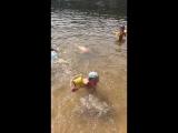 Алиса и Аня Лампушки купание