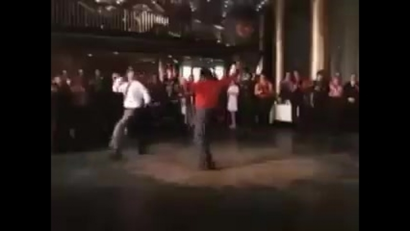 Танцует все