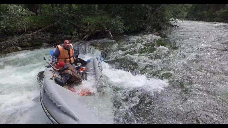 Выпал с лодки на горной реке