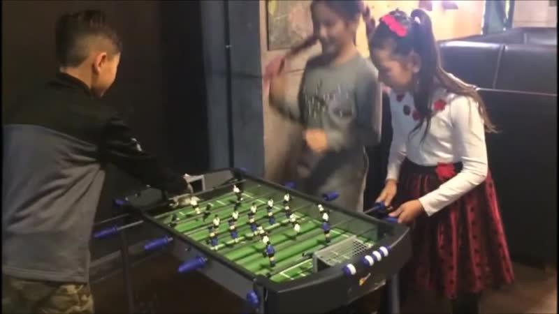 Даже девочкам нравится футбол!
