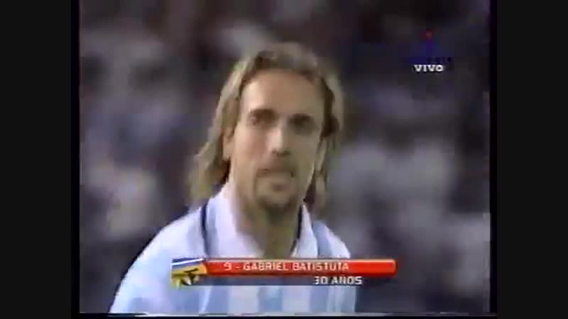 Габриэль Батистута мяч в ворота сборной Колумбии 1999 год