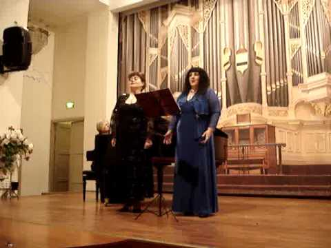 Наталья Карлова и Виктория Фаст. Концертмейстер Людмила Банцевич.