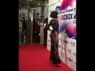 Теперь мы видели все: Ольга Бузова пришла на вручение музыкальной премии в прозрачном комбинезоне на голое тело