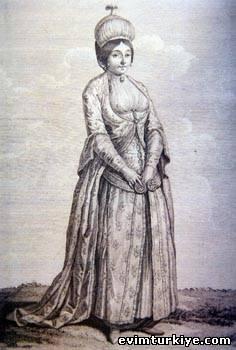 платья на полных женщин маленького роста