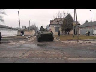 08/03/2014. Выход колонны десантников из в / ч в Львове.