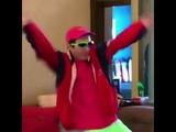 (Meme) Guy dancing to Rockstar 21 SavageNickelback Remix