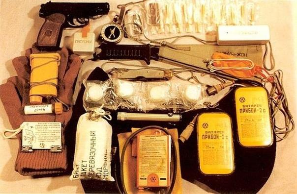 Набор для выживания советских космонавтов После приземления капсулы, для космонавтов наступает время, когда они должны позаботиться о себе сами: грамотно распределить задачи между экипажем,