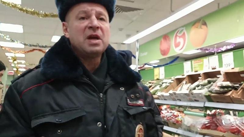 Дерзкий офицер пытался отнять телефон и назвал ч*ом. Москва.
