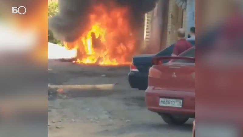 Gelаndewagen сгорел на улице Аделя Кутуя