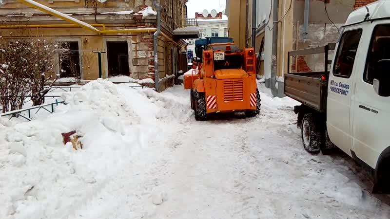 Уборка снега во дворе на ул.Некрасовская , Самарский район