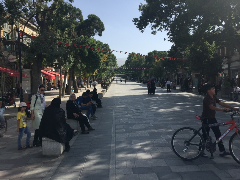 Иран 4.  Пешеходная улица в Хамедане