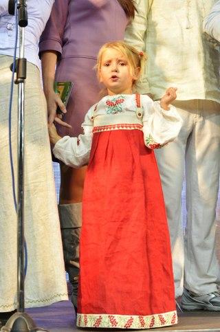 На сцене с родителями. Хочу как папа петь!