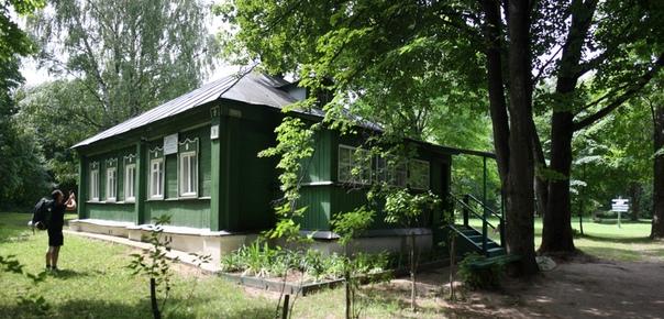 Весьма симпотичный домик, хорошо отремонтированный. Здесь провёл своё детство Фёдор Михайлович. Внутри экспозиции нет, только лавки вдоль стен.  Алексей https://vk.com/id144276654