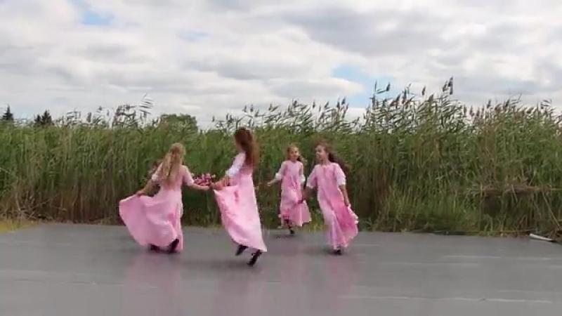 Бранль в цветах. Школа ирландского танца Thunderbird