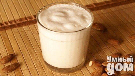 Вкусное, полезное, питательное миндальное молочко Миндаль богатый источник витаминов и минералов, положительно действует на сердечно-сосудистую систему, нормализует обмен веществ и улучшает зрение. Последние исследования обнаружили еще одну пользу этого продукта: ежедневное употребление миндаля способствует выработке полезных бактерий в желудочно-кишечном тракте, которые улучшают пищеварение. В миндале содержатся минералы (магний, цинк и железо) и витамины В и Е - натуральные антиоксиданты,…